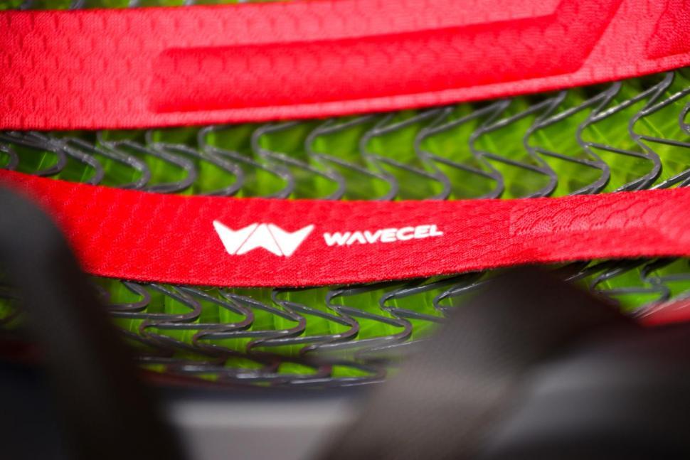Bontrager Charge WaveCel Commuter Helmet - inside detail.jpg