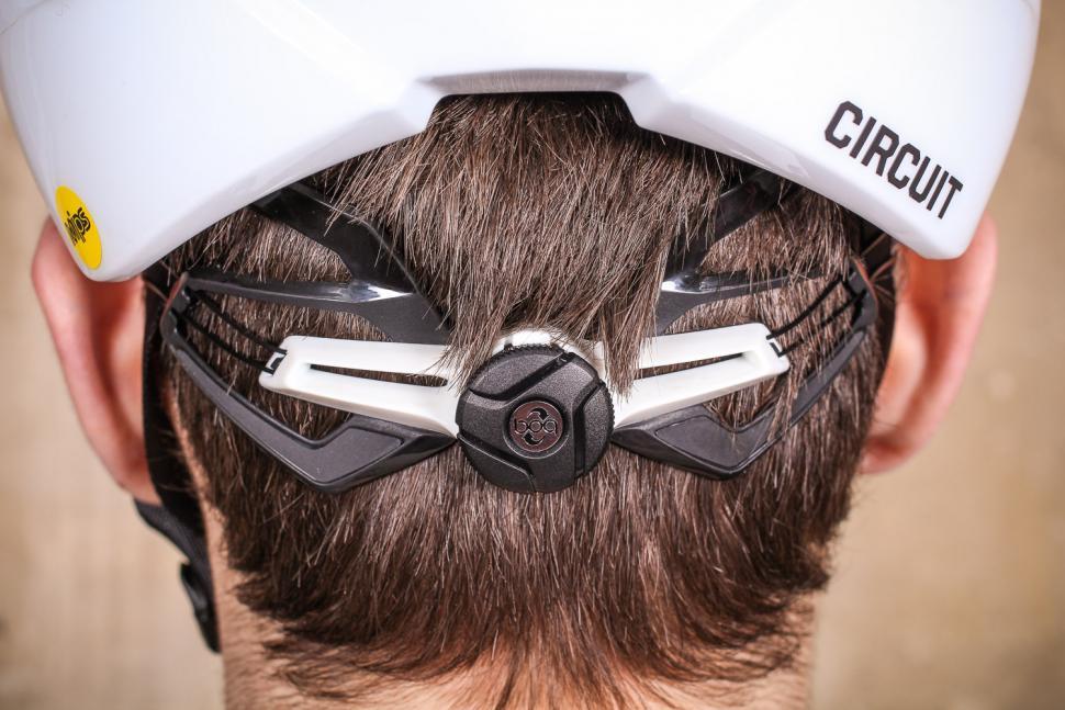 Bontrager Circuit MIPS road helmet - tension system.jpg