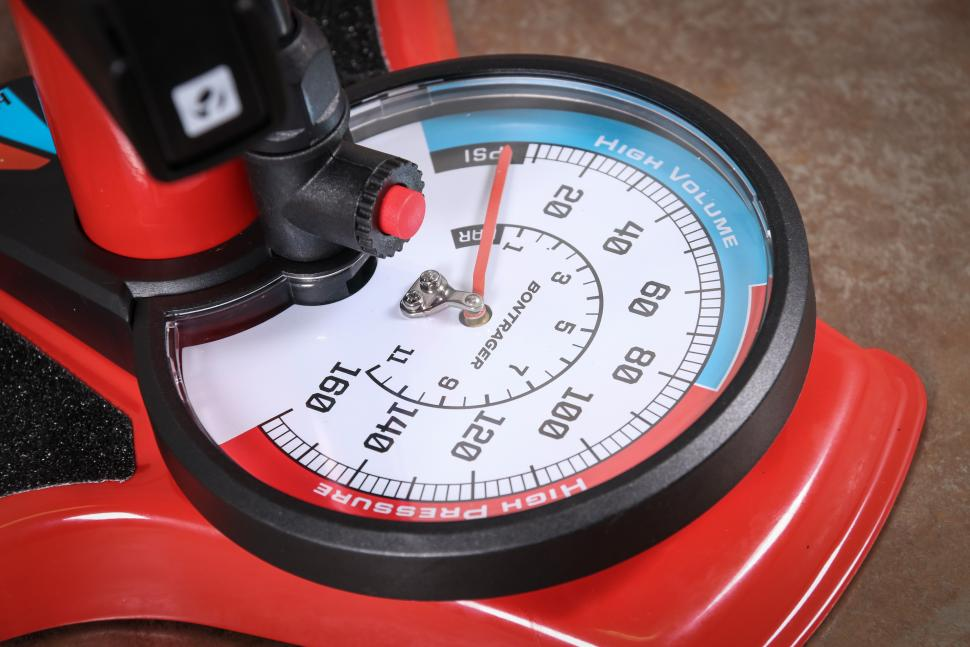 Bontrager Dual Charger floor pump-2.jpg