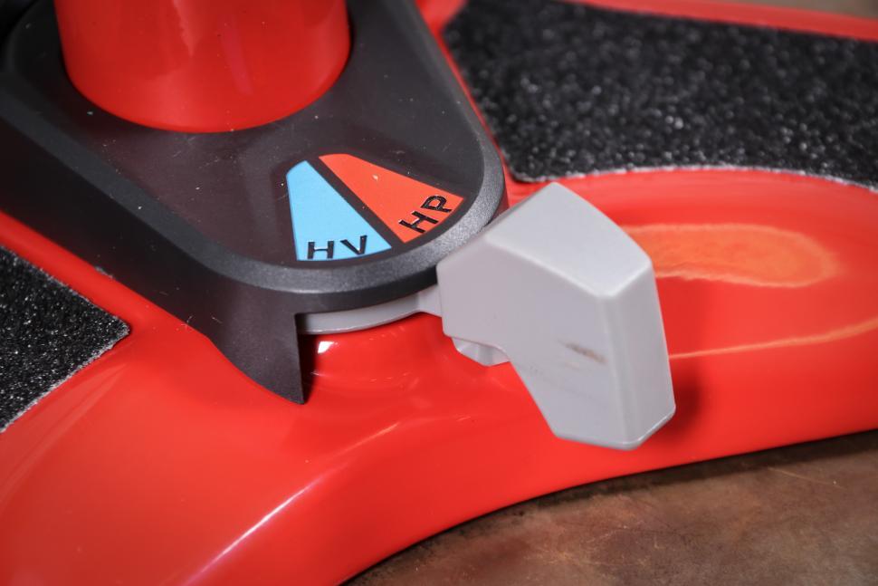 Bontrager Dual Charger floor pump-4.jpg