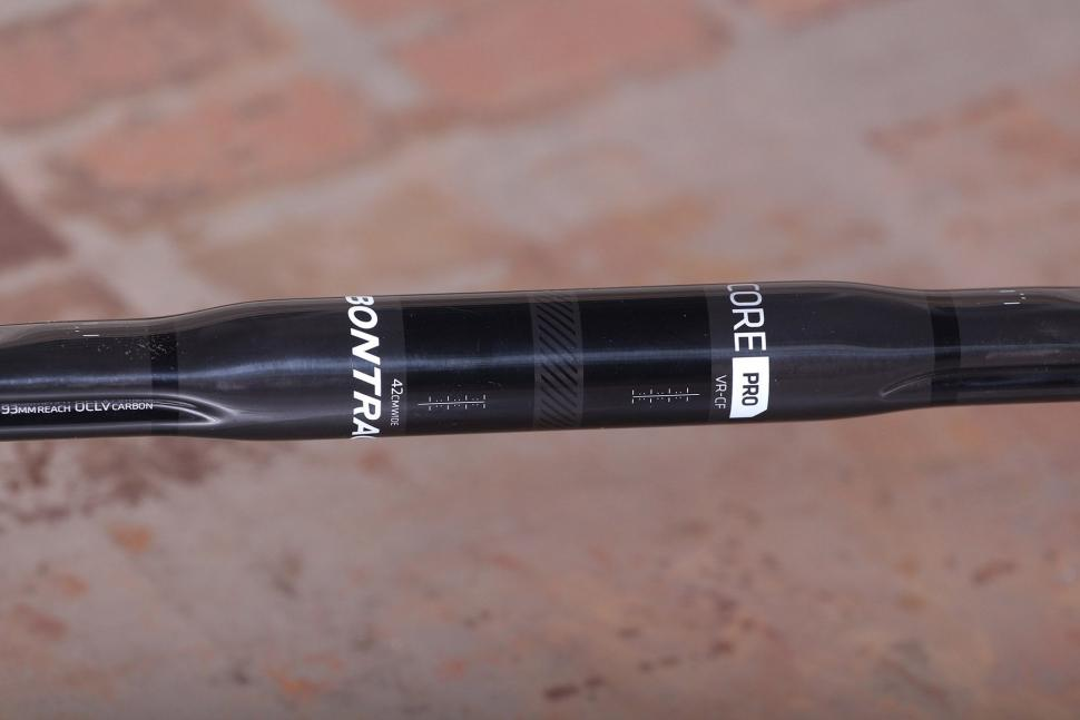 Bontrager Pro IsoCore VR-CF Road Bar - detail.jpg