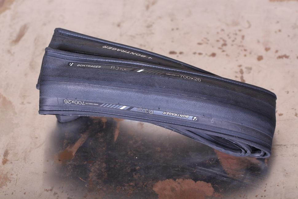 Bontrager R3 TLR Road Tire.jpg