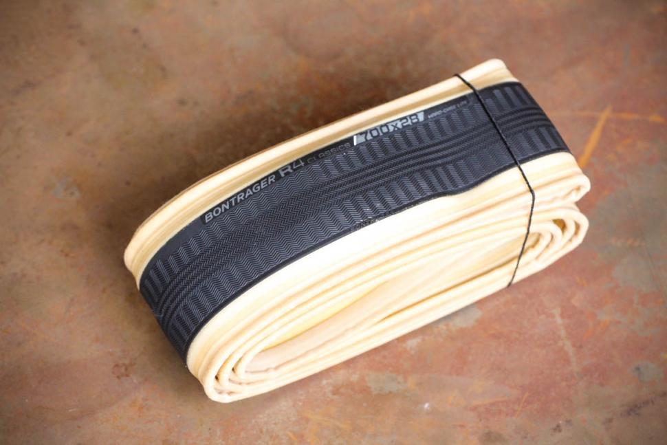 Bontrager R4 Classics Hard-Case Lite Road Tyre