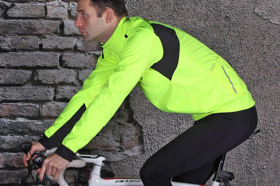 Bontrager Velocis S1 Softshell Jacket - riding.jpg