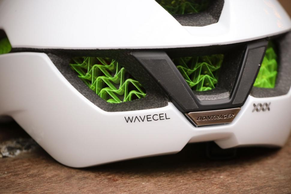 Bontrager XXX WaveCel helmet - back close up.jpg