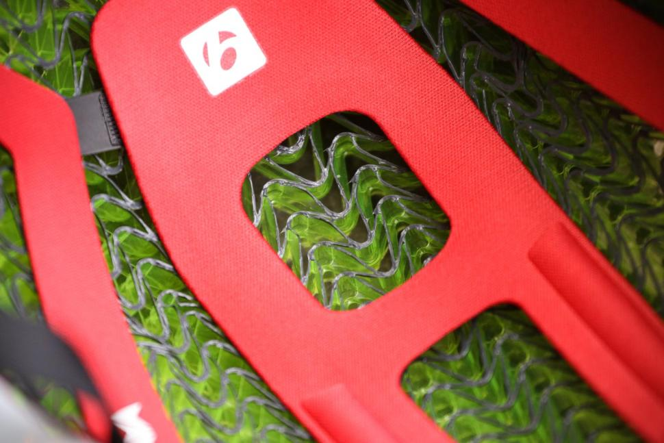Bontrager XXX WaveCel helmet - inside close up.jpg