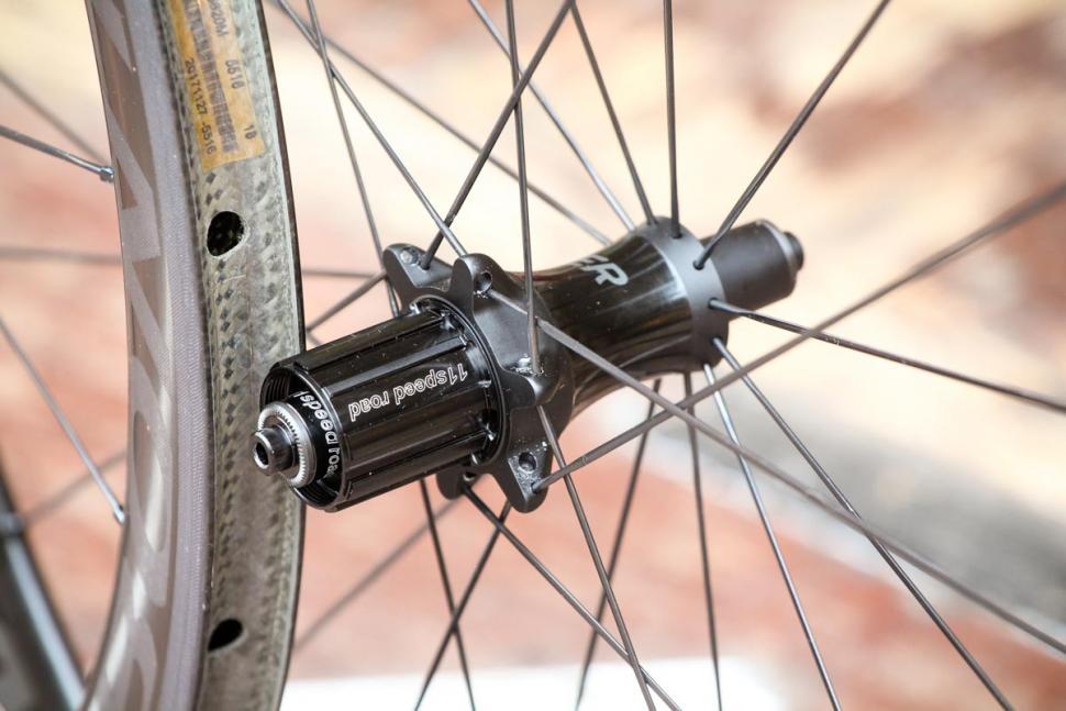 bontrager_aeolus_xxx_4_tlr_clincher_road_wheel_-_rear_hub.jpg
