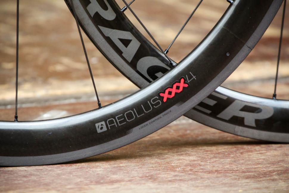 bontrager_aeolus_xxx_4_tlr_clincher_road_wheel_-_rim.jpg