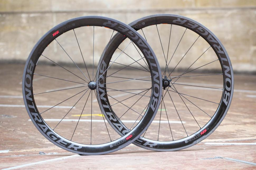 bontrager_aeolus_xxx_4_tlr_clincher_road_wheel.jpg