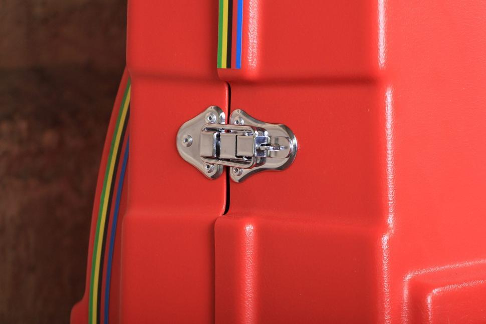 Bonza Bike Box - lock.jpg