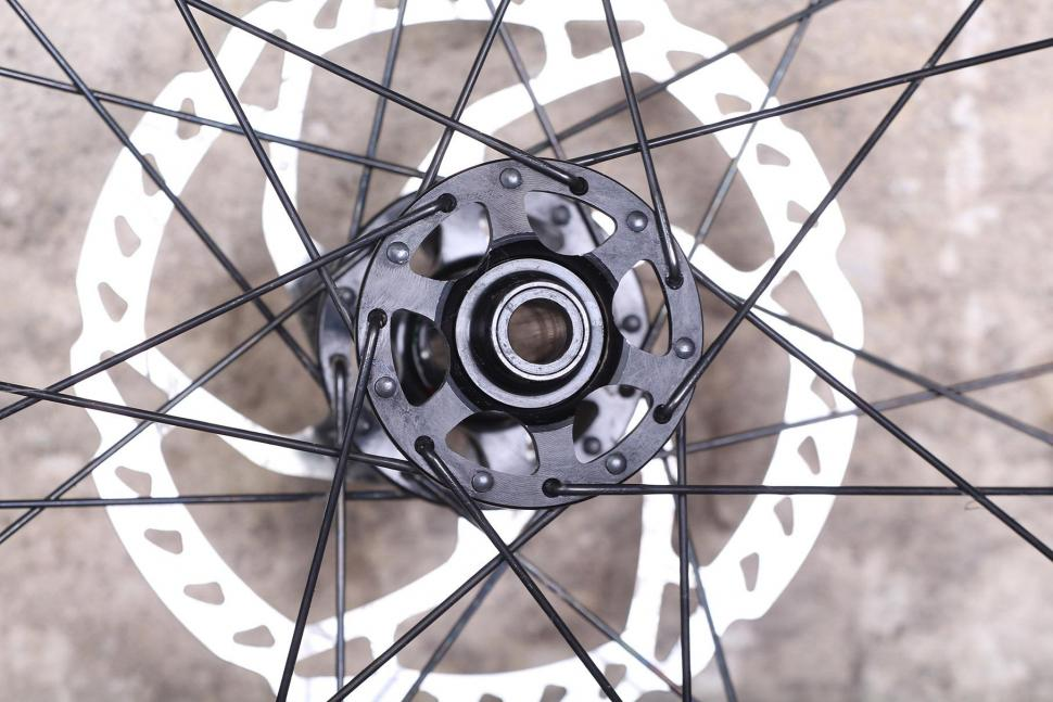 BORG22T Wheels - front hub 2.jpg