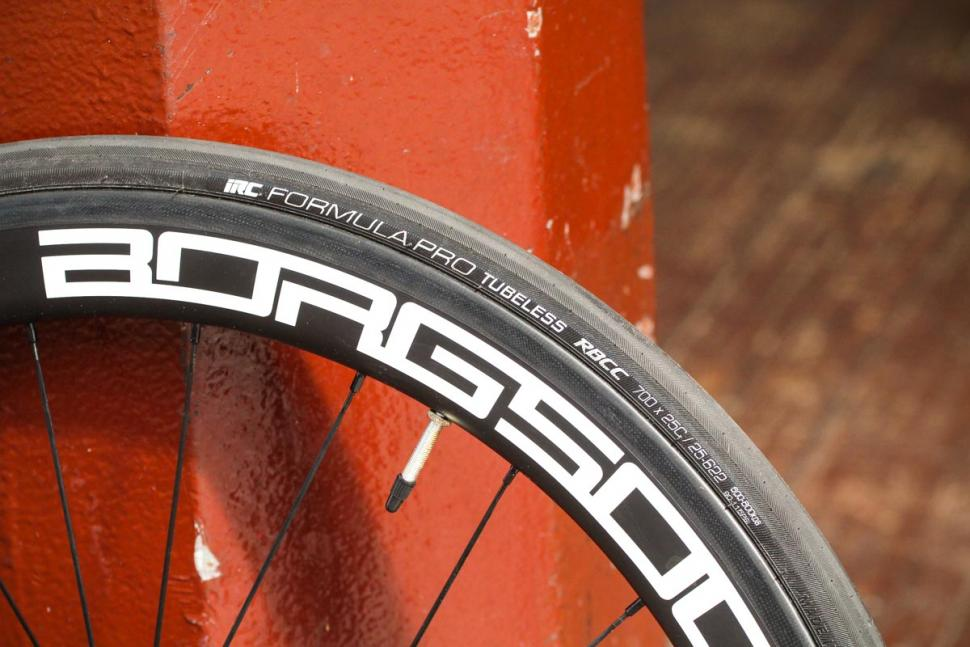 borg_50c_carbon_clinchers_tubeless_ready_-_rim_and_tyre.jpg