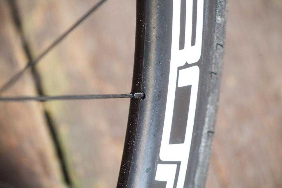 borg_50c_carbon_clinchers_tubeless_ready_-_spoke_nipple.jpg