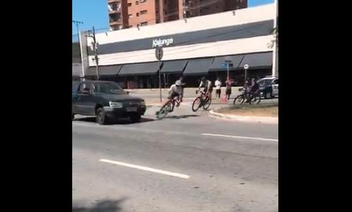 Brazil road race car hits lead rider - from País do Ciclismo on Twitter