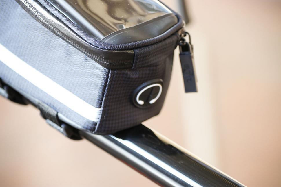 BTR Deluxe Bike Bag Phone Holder - earphone hole.jpg