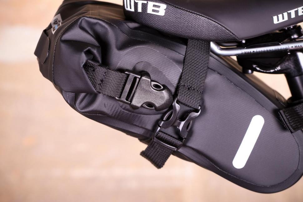 BTR Waterproof Under The Bike Saddle Wedge Style Bike Bag - clips detail.jpg