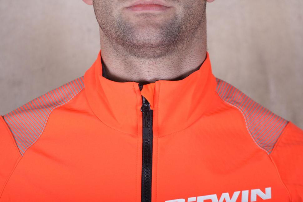 BTwin 500 Warm Cycling Jacket - collar.jpg