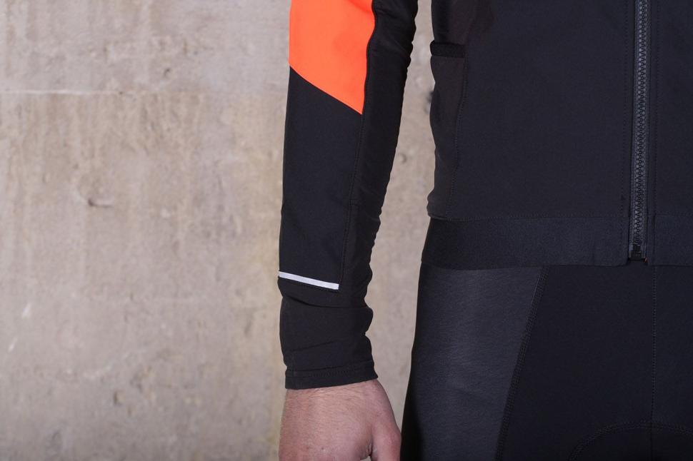 BTwin 500 Warm Cycling Jacket - cuff.jpg