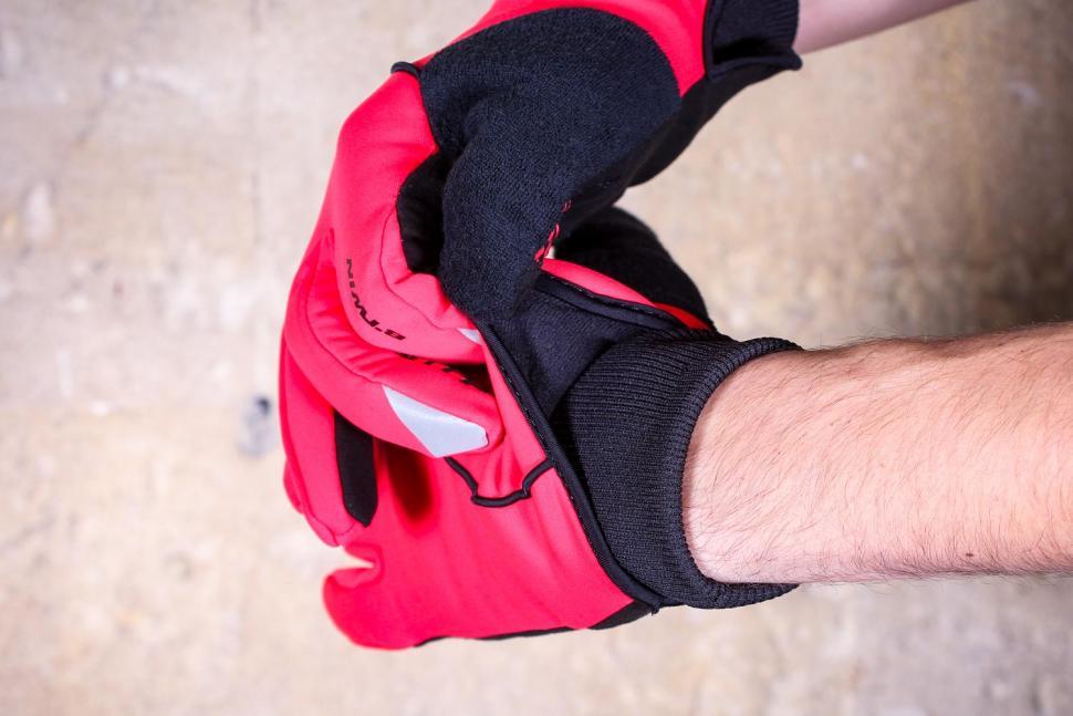 BTwin 500 Winter Cycling Gloves - cuff.jpg