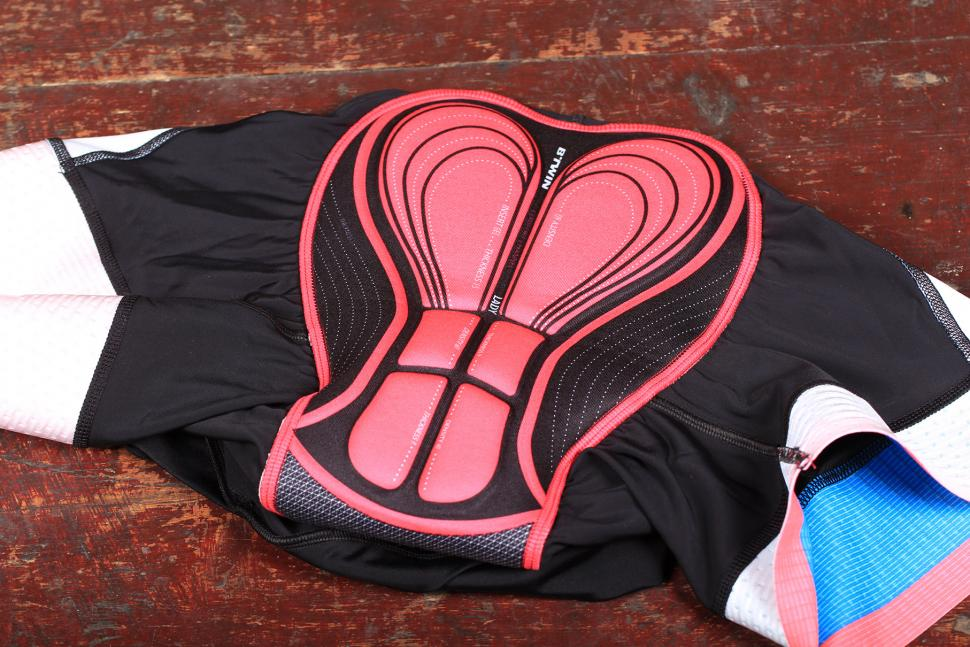 BTwin 700 Womens Padded Cycling Shorts - pad.jpg