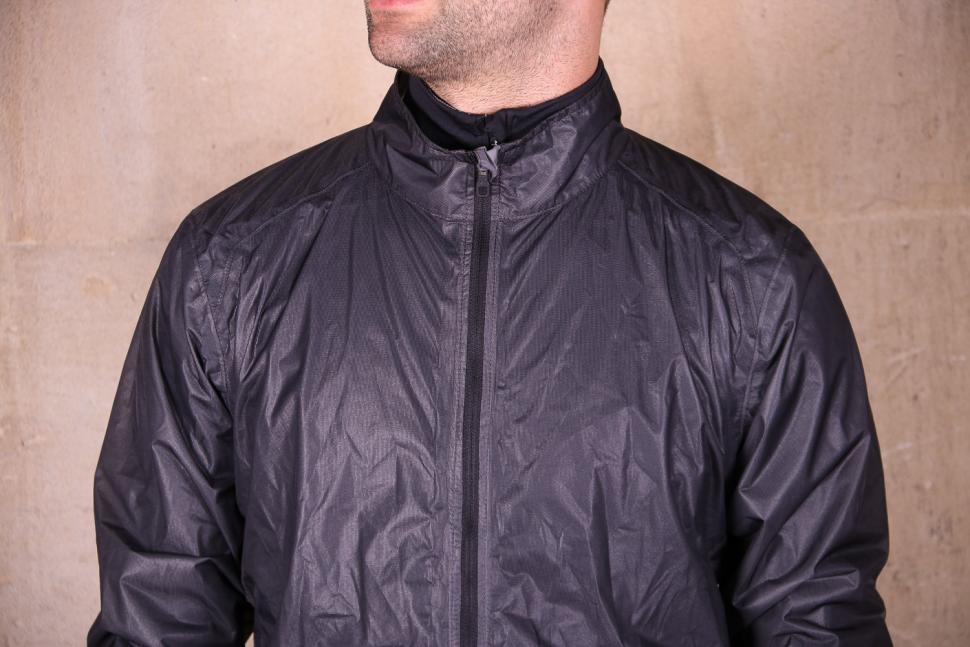 Btwin 900 Ultralight Showerproof Cycling Jacket Grey - chest.jpg