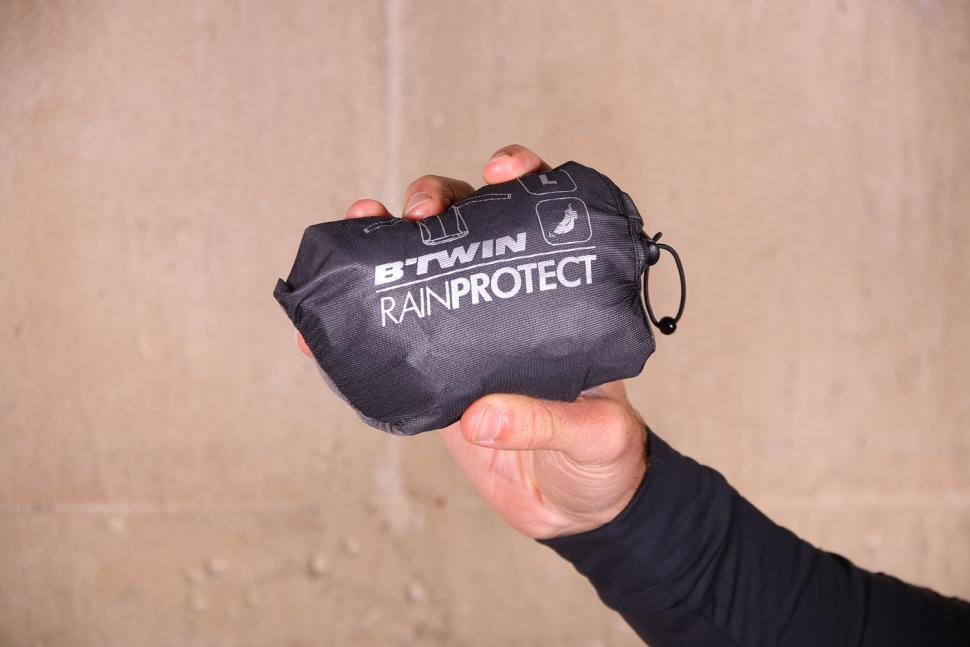 Btwin 900 Ultralight Showerproof Cycling Jacket Grey - packed.jpg