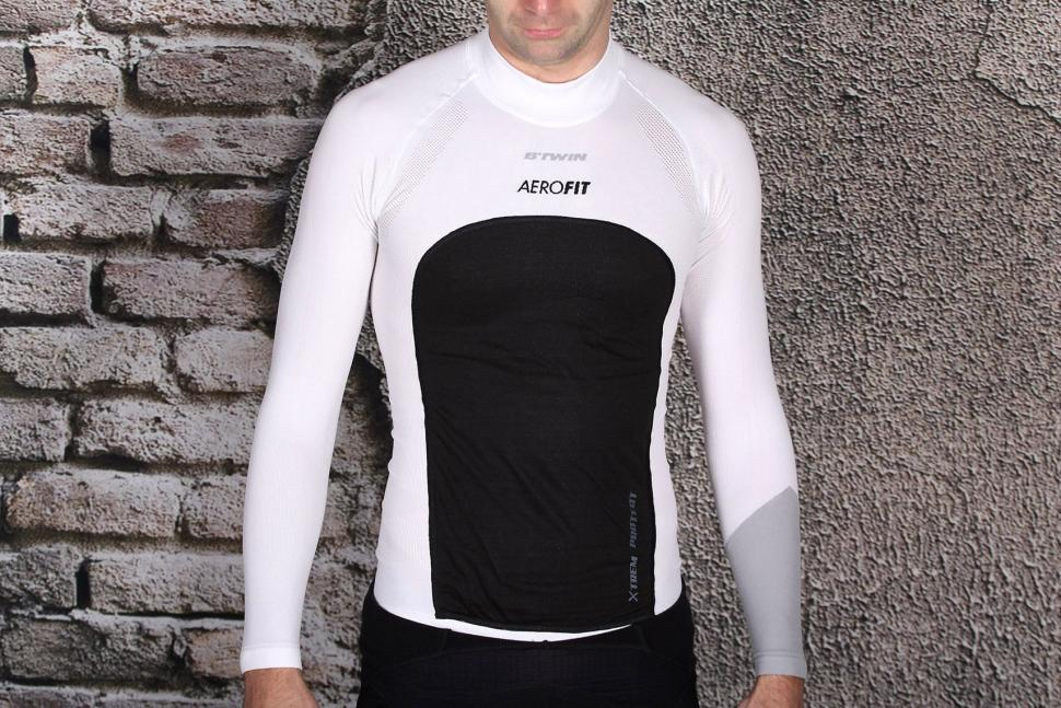 2ea26fc16ad90 Review  B Twin Aerofit Windproof Long Sleeve Cycling Baselayer