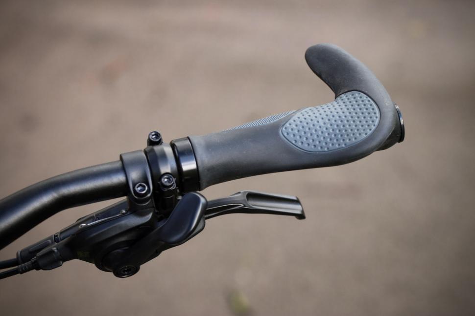 BTwin Riverside 920 - grip and shifter.jpg