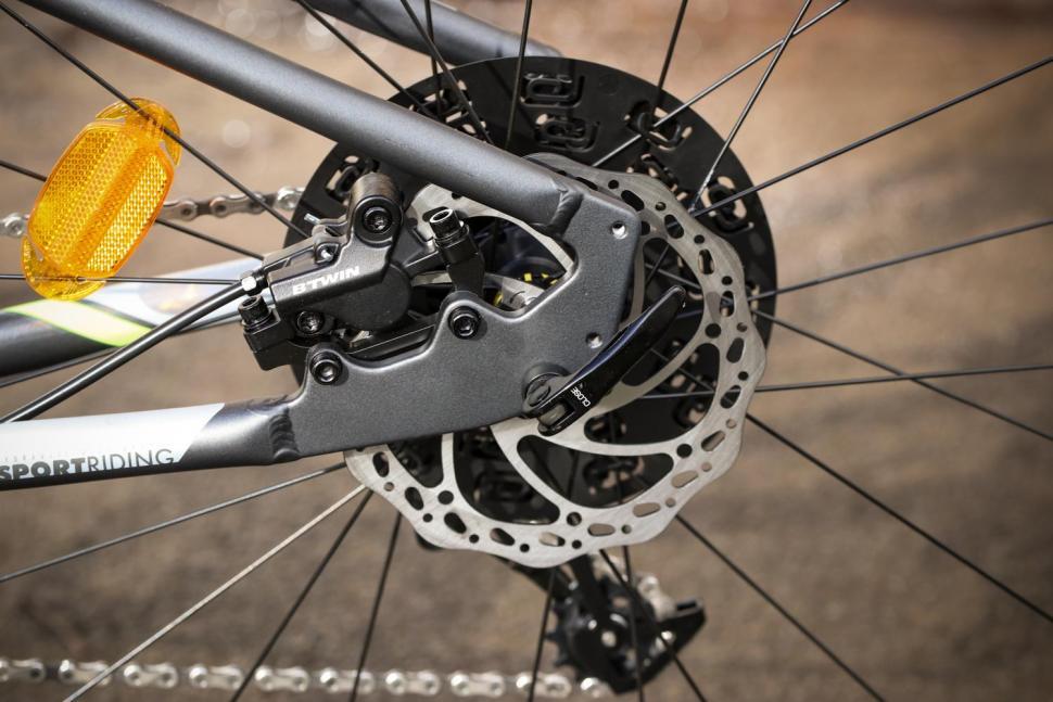 BTwin Riverside 920 - rear disc brake.jpg