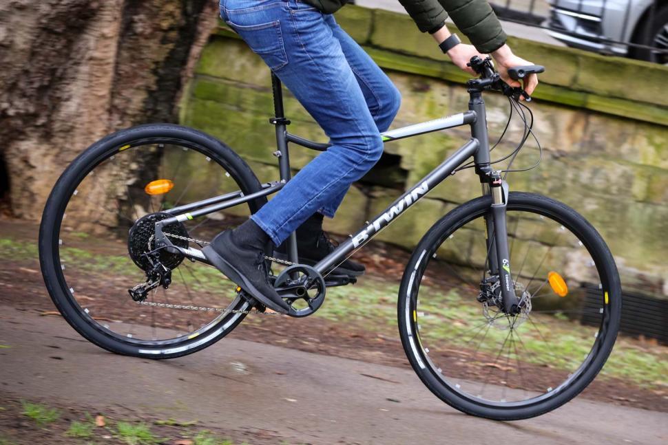 BTwin Riverside 920 - riding 1.jpg