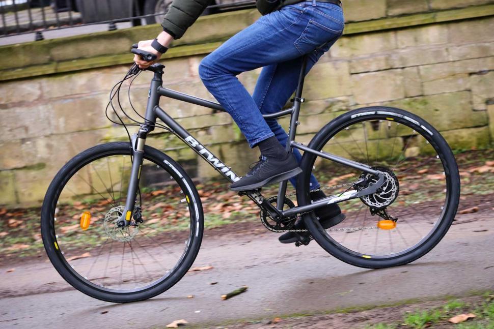 BTwin Riverside 920 - riding 2.jpg