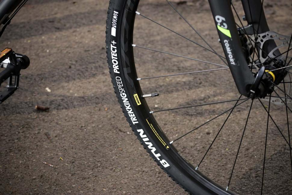 BTwin Riverside 920 - tyre.jpg