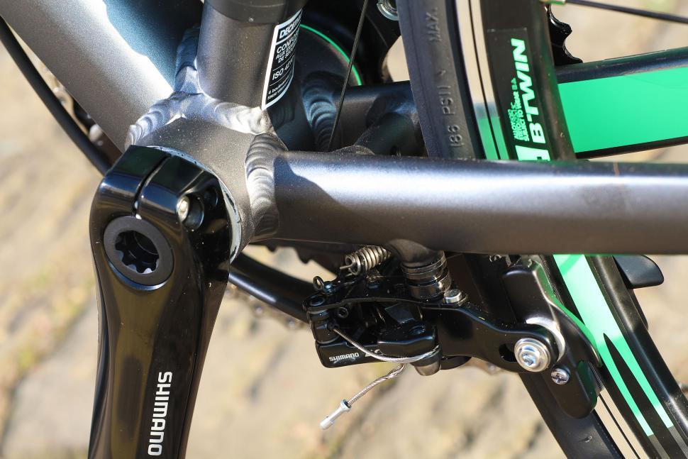 BTwin Ultra 700AF - bottom bracket.jpg