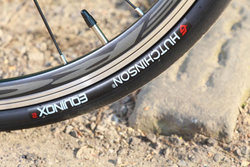 BTwin Ultra 700AF - tyre.jpg