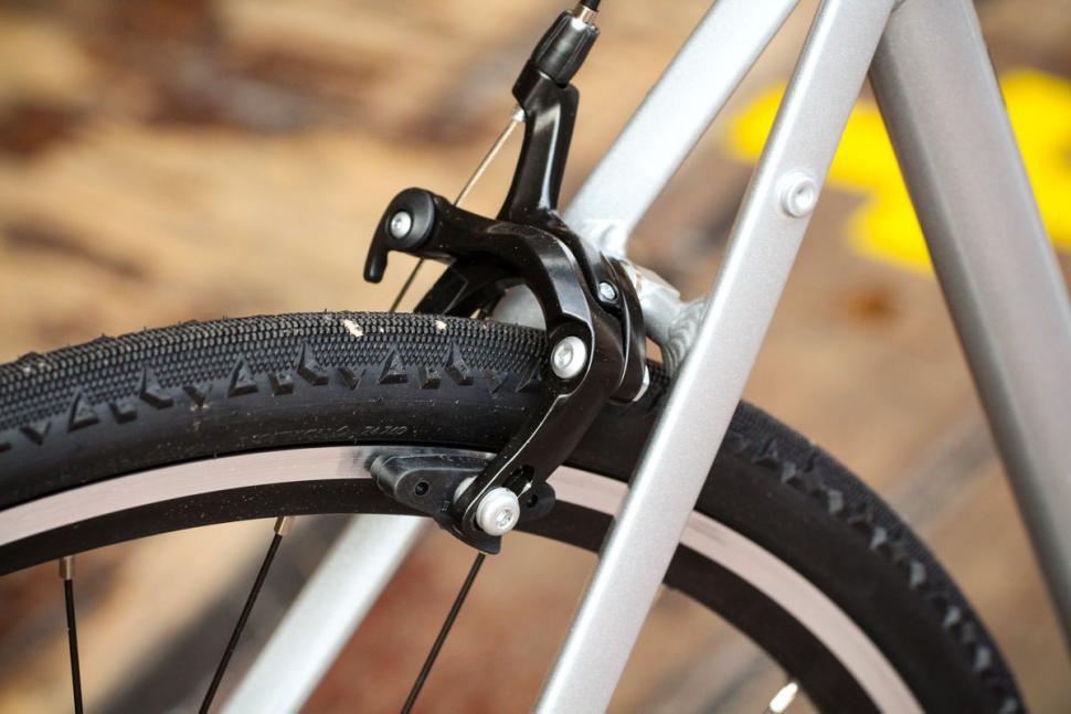 btwin_triban_100_-_rear_brake.jpg