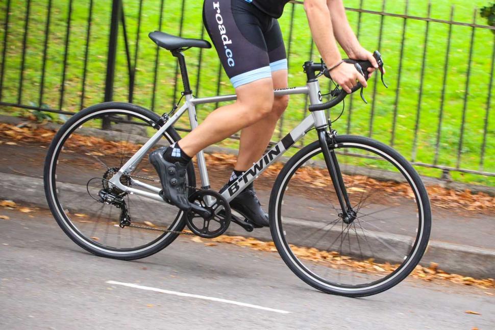 btwin_triban_100_-_riding_3.jpg
