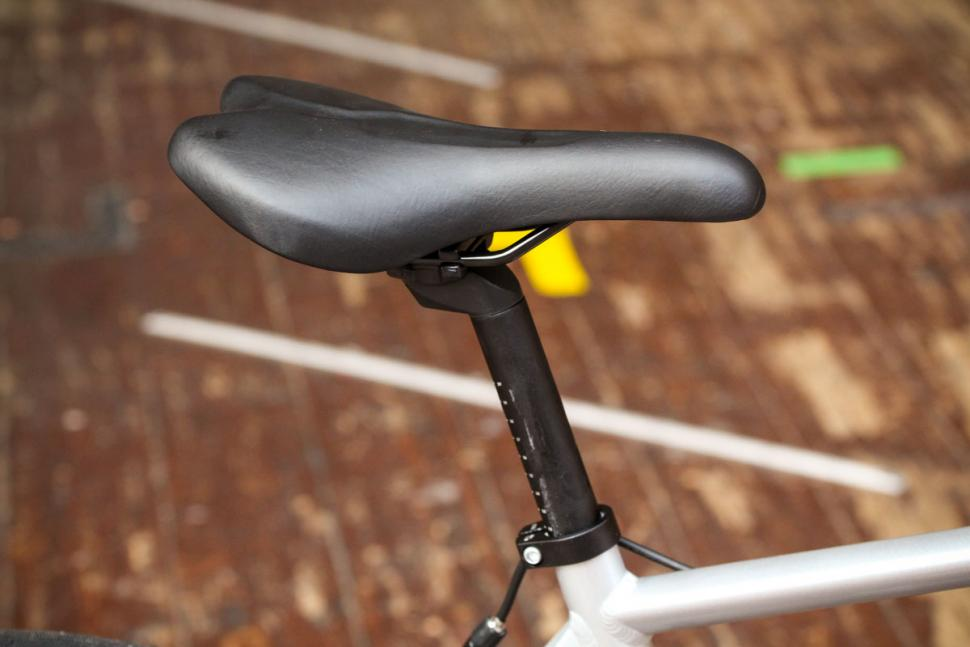 btwin_triban_100_-_saddle_and_post.jpg