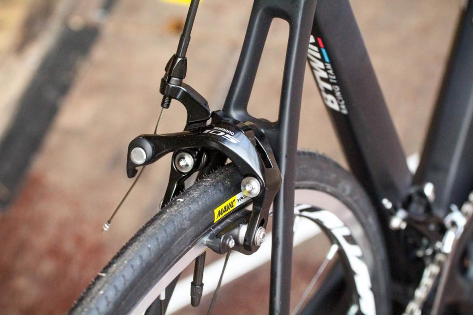btwin_ultra_900_cf_105_-_rear_brake.jpg