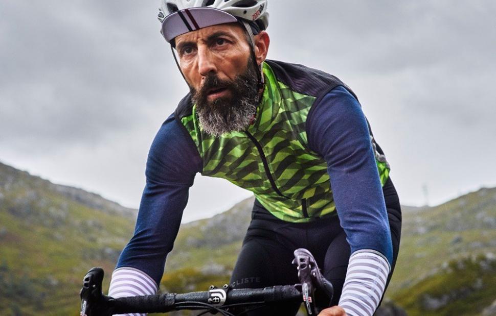Cafe Du Cycliste Jacqueline Audax Gilet - Riding.jpg