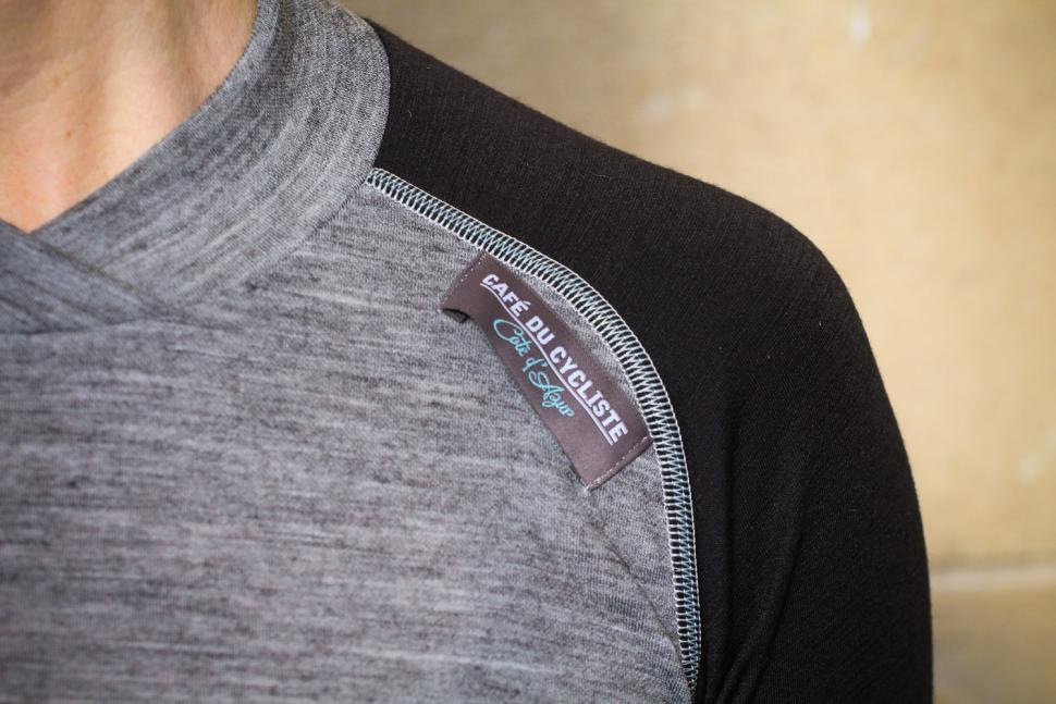 Cafe du Cycliste Womens Cosette Baselayer - label.jpg