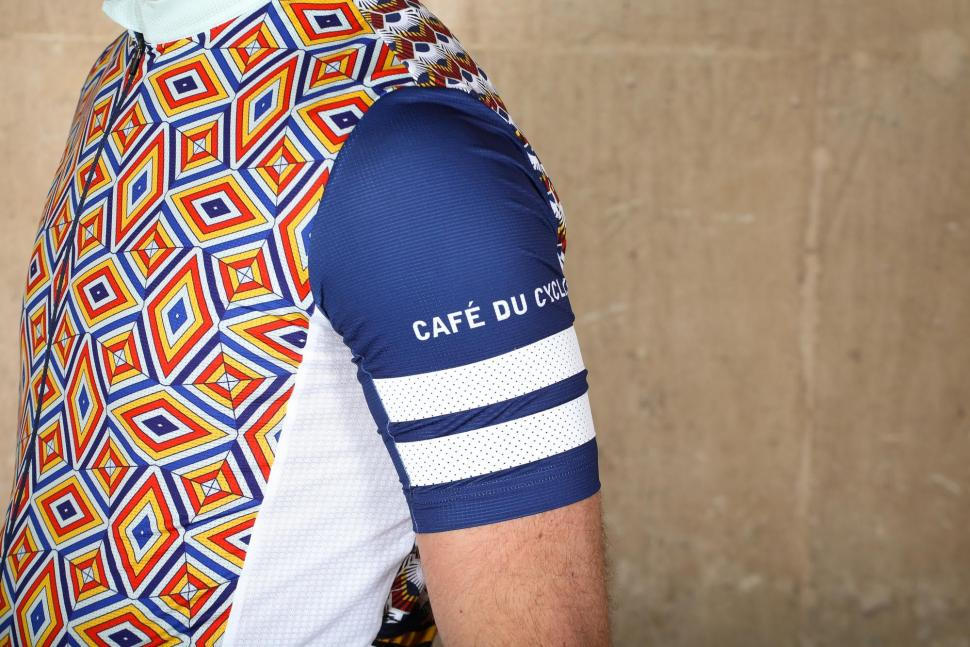 Cafe du Cycliste Zahira Diamont Cycling Jersey - sleeve detail.jpg