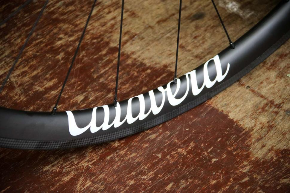 Calavera Carbon Road Wheels - decal.jpg