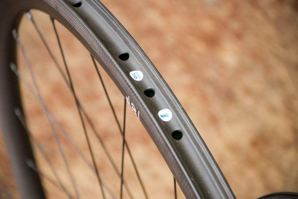 Calavera Carbon Road Wheels - rim bed.jpg