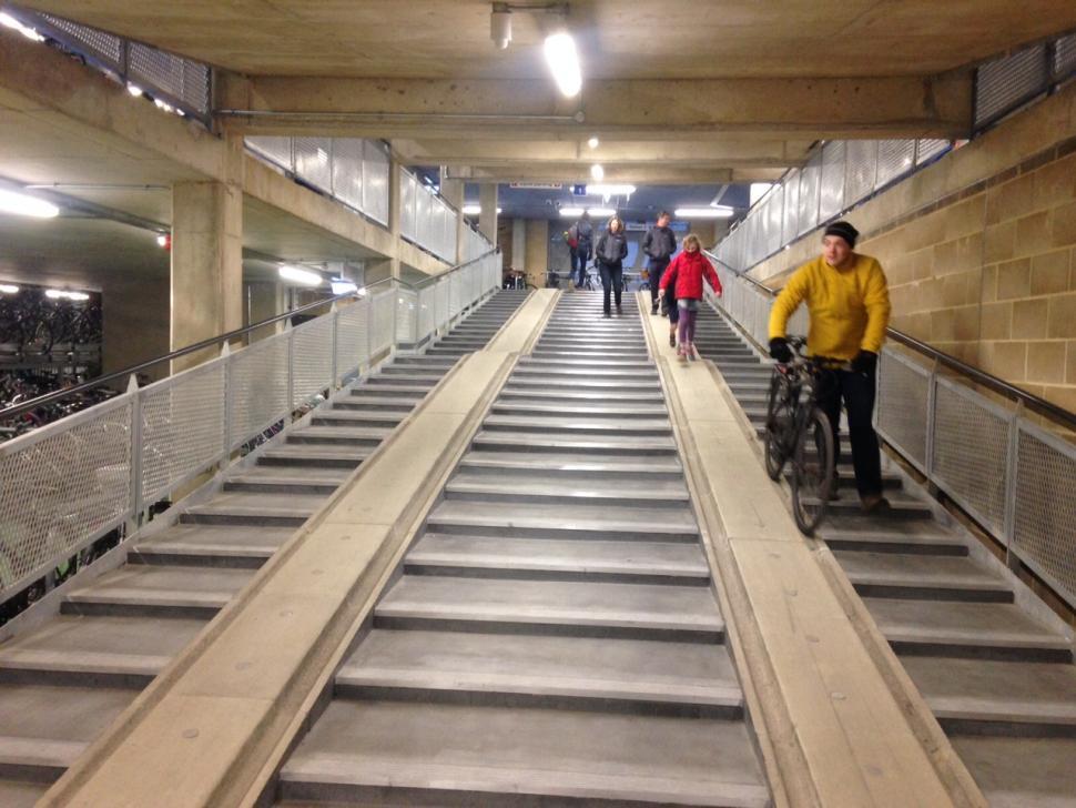 Cambridge Railway Station CyclePoint 11 (copyright Simon MacMichael).JPG