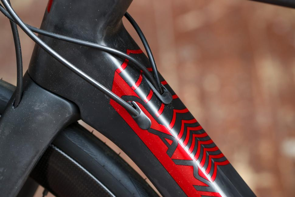 Campagnolo x Tifosi Mons Super Record - cable route 2.jpg