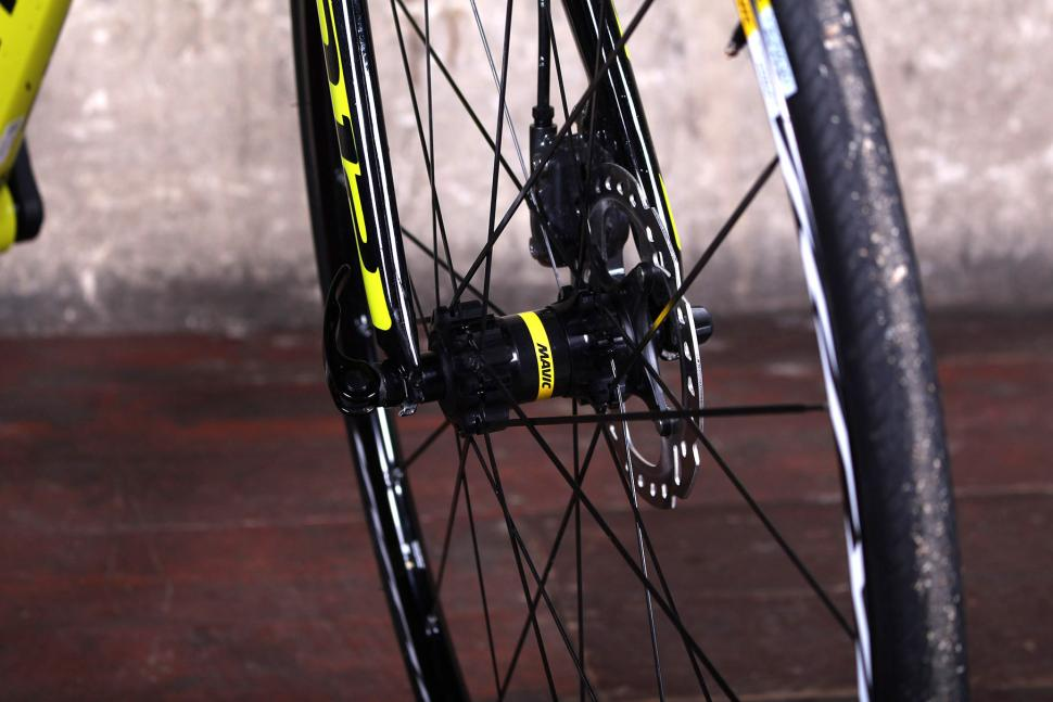 Cannondale CAAD12 Disc - front hub.jpg