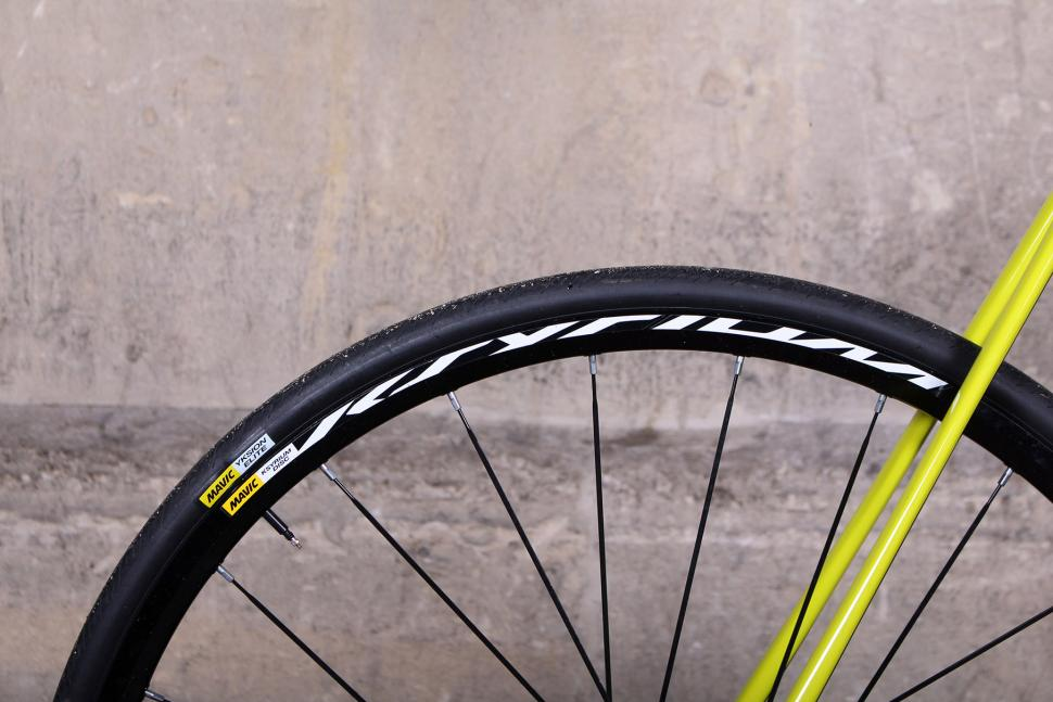 Cannondale CAAD12 Disc - tyre and rim.jpg