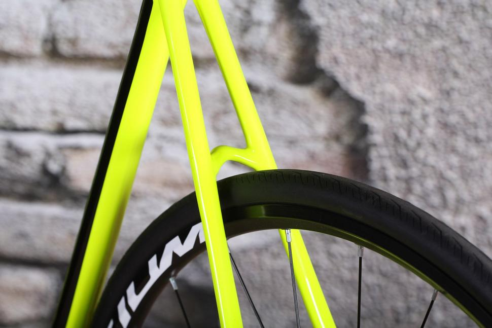 Cannondale SuperSix Evo Disc Ultegra - seat stays detail.jpg