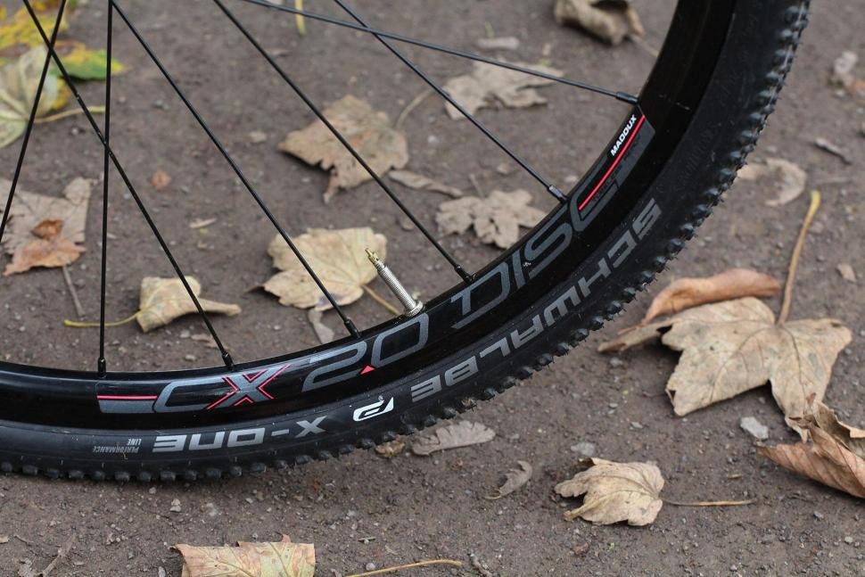 Cannondale SuperX 105 Disc - rim and tyre.jpg