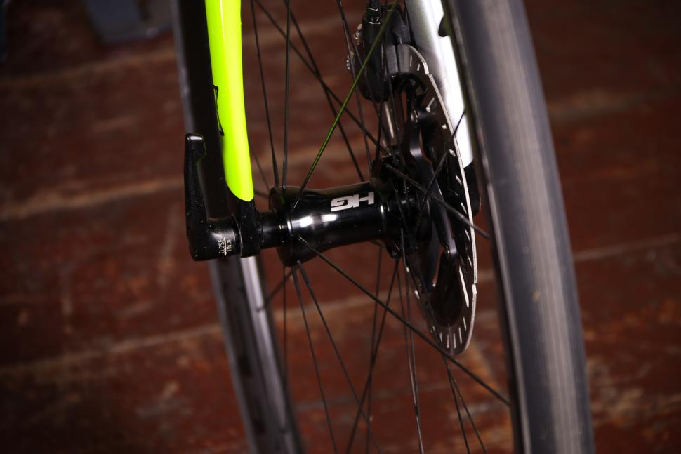 Cannondale Synapse Hi-Mod Disc Dura-Ace Di2 - front hub.jpg